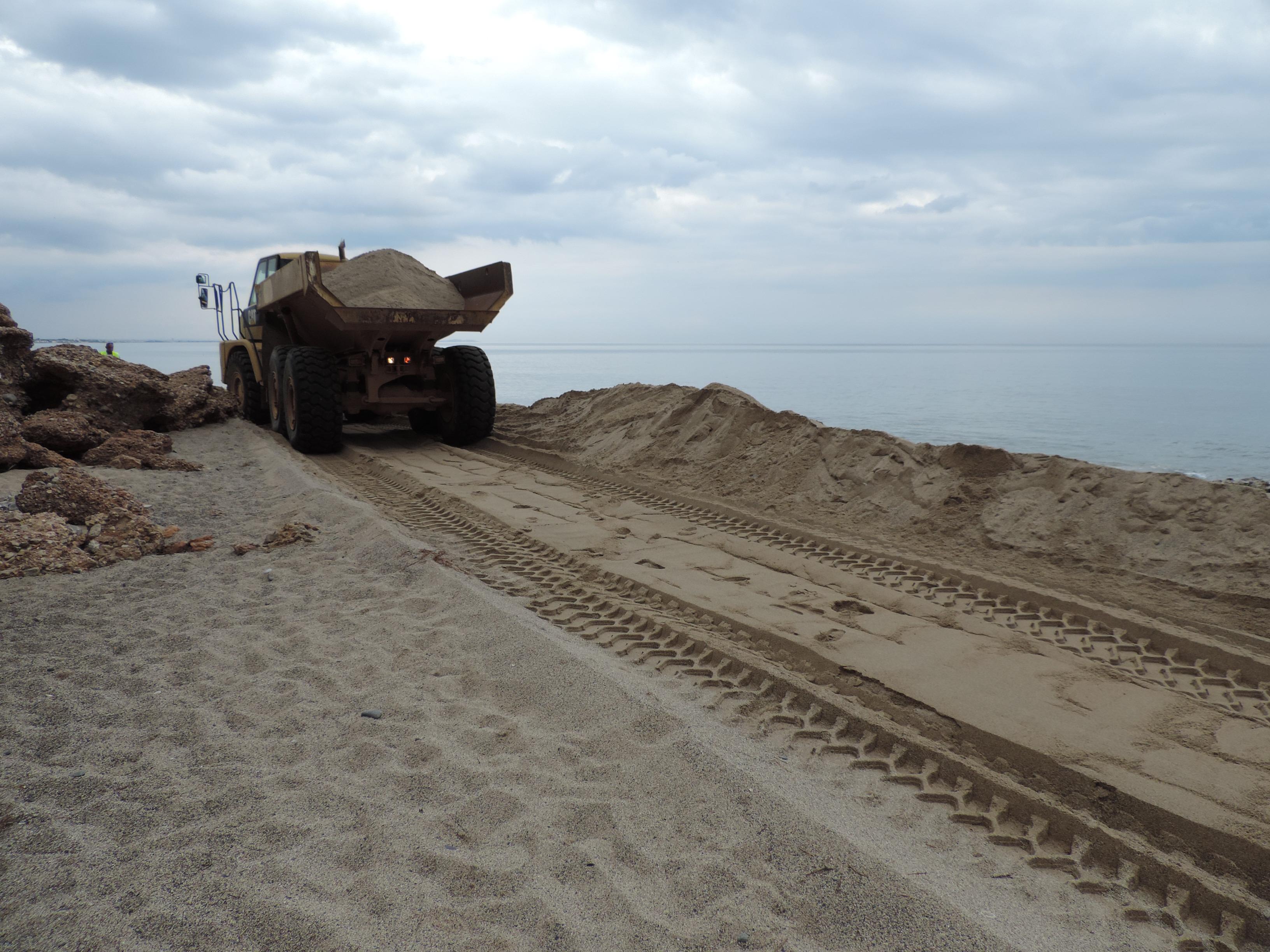 Treballs de regeneració de les platges