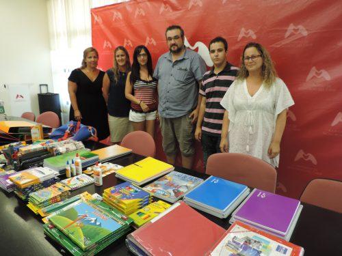 Entrega material escolar Associació Mitjanit a AMPES